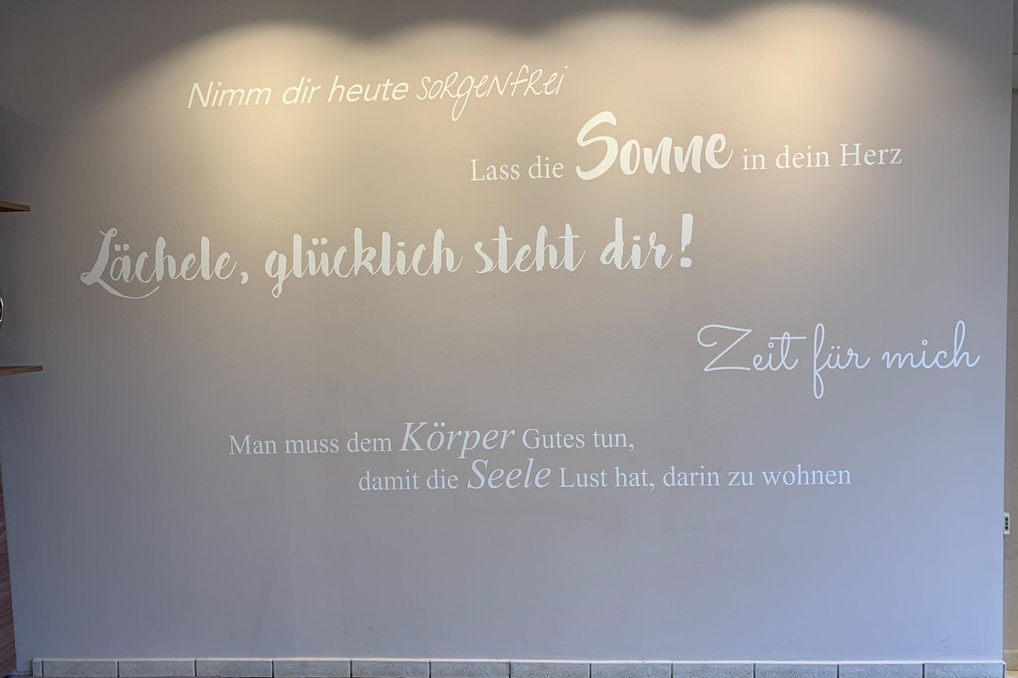 Corona-Sonne-Wand
